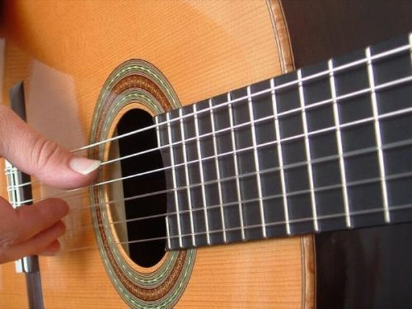Lezioni di chitarra anche a domicilio x bambini-ragazzi-adulti - Immagine1