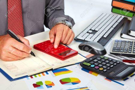 35135031-mani-di-ragioniere-uomo-d-affari-con-il-calcolatore-contabilità